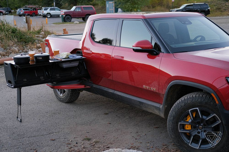 Outstripped Tesla Cybertruck.  The first test drives of the electric pickup Rivian R1T appeared