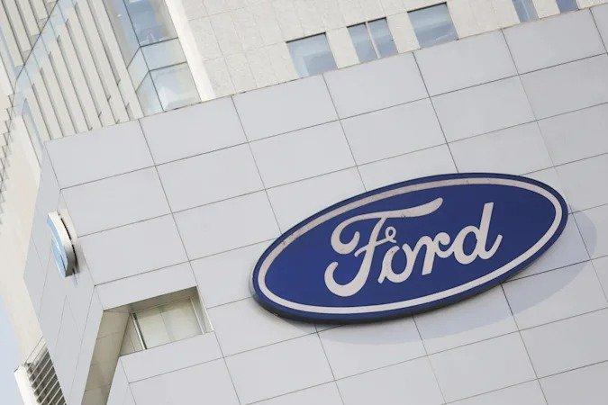 Куратор автомобильного проекта Apple перешел на работу в Ford