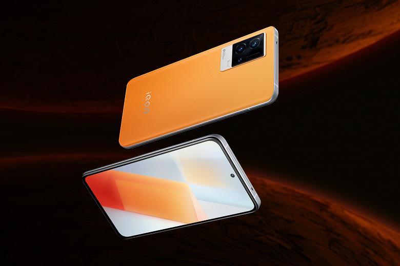 Меняющий цвет смартфон со 120-герцевым экраном, Snapdragon 888 и 120 Вт: новая версия iQOO 8 поступила в продажу