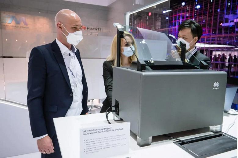 Представлен автомобильный дисплей Huawei AR HUD Endhanced Display