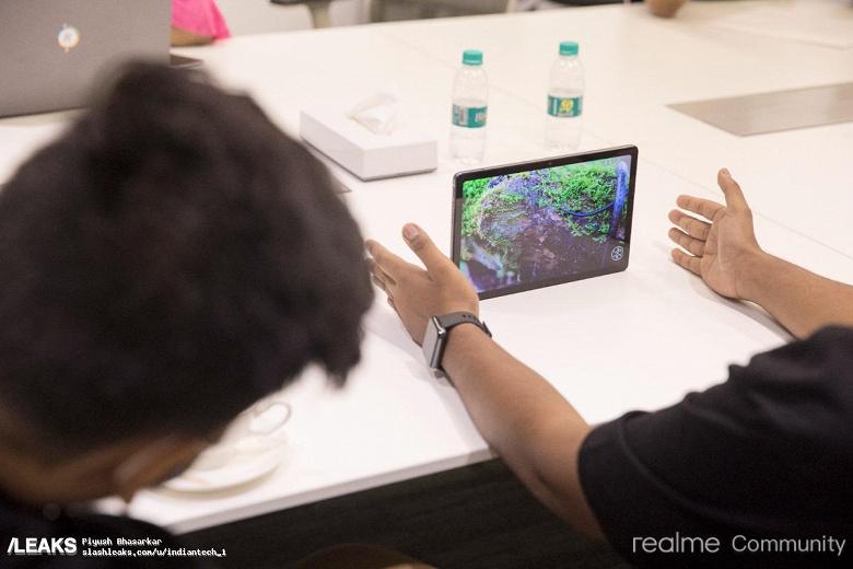 Очень тонкий планшет Realme Pad показали в большой подборке живых фотографий