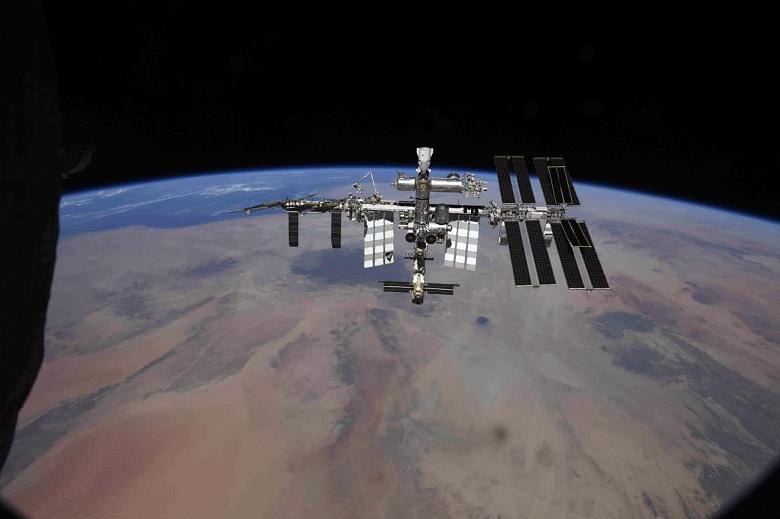 Как выглядит космический туалет: российские космонавты провели экскурсию по модулю «Наука» на МКС