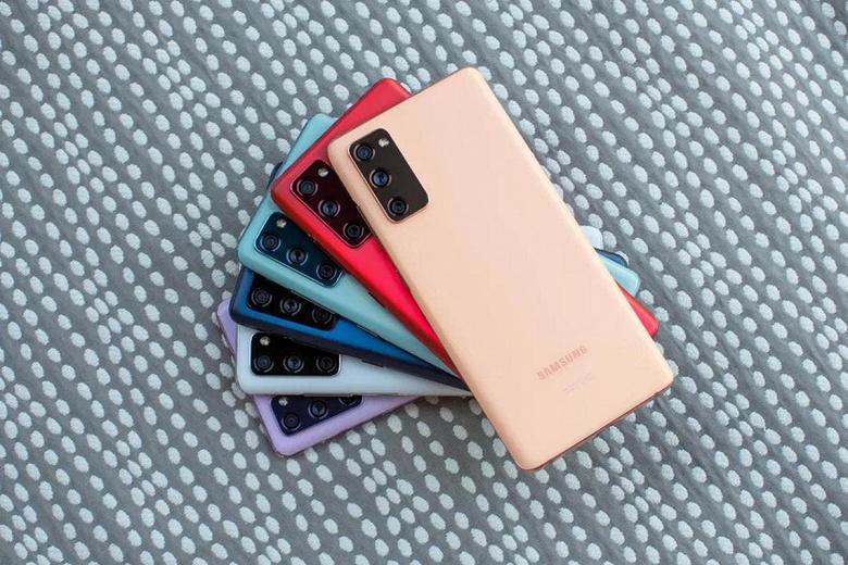Смартфоны серии Samsung Galaxy S22 не получат подэкранных камер