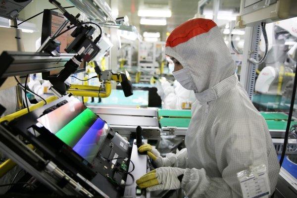Samsung Display рассчитывает использовать для изготовления OLED-панелей на подложках Gen 8.5 вертикальное осаждение