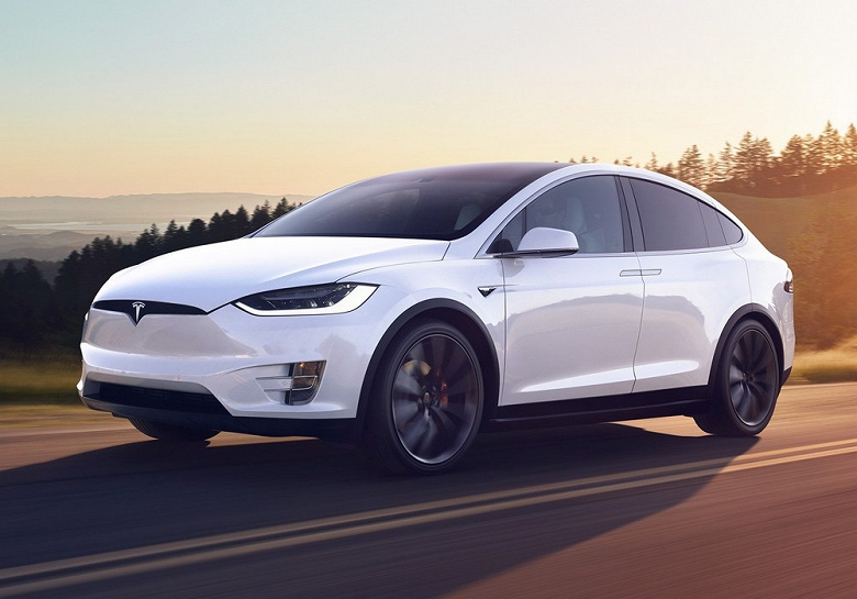 Samsung будет выпускать микросхемы для новейшей системы автопилота Tesla