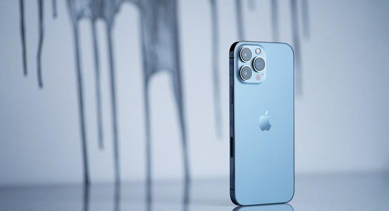 Россияне за неделю приобрели рекордное количество смартфонов iPhone 13
