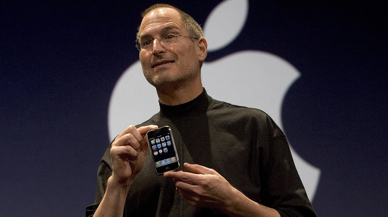 Стив Джобс испытал на прочность оригинальный iPhone, чтобы произвести впечатление на журналистов