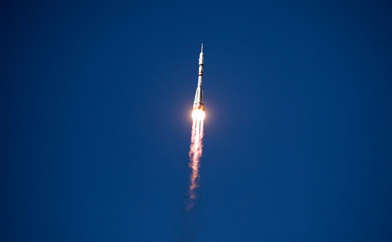 Россия стала первой. К МКС пристыковался корабль «Союз МС-19» с экипажем, который будет снимать первый в истории художественный фильм в космосе