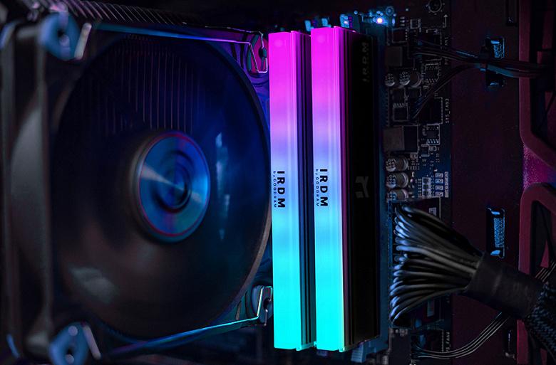 Модули памяти IRDM RGB DDR4 предложены комплектами по две штуки суммарным объемом 16 ГБ