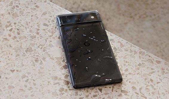 Первый смартфон с предустановленной Android 12 защищен от воды и поддерживает беспроводную зарядку. Опубликованы новые изображения Google Pixel 6