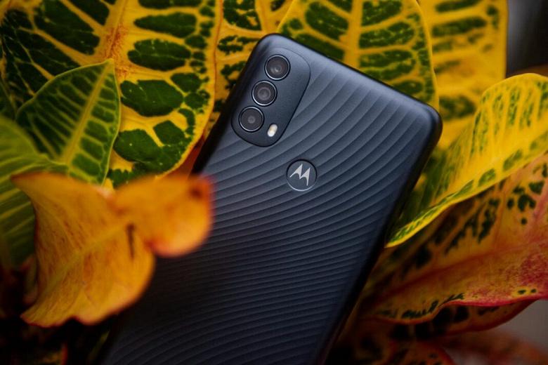 Представлена очень доступная Motorola с 90-герцевым экраном, IP52 и Android 11 Go Edition: Moto E30 предлагается в Европе за 129 евро