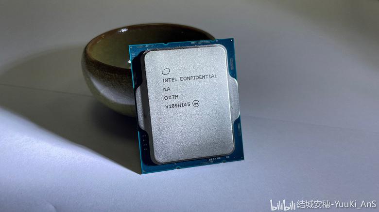 Флагманский 16-ядерный Intel Core i9-12900K позирует на качественных фото за месяц до анонса