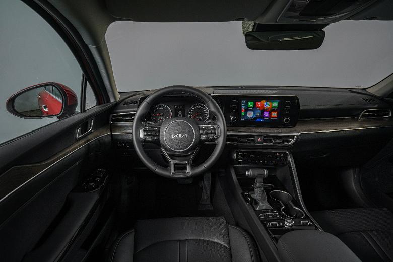 В России стартовали продажи нового бизнес-седана Kia К5 с управлением со смартфона
