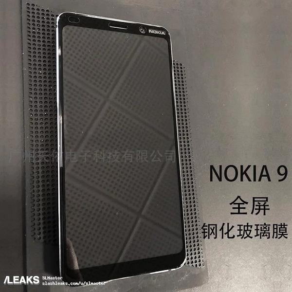 Фото демонстрирует целиком всю лицевую панель пятикамерного смартфона Nokia 9