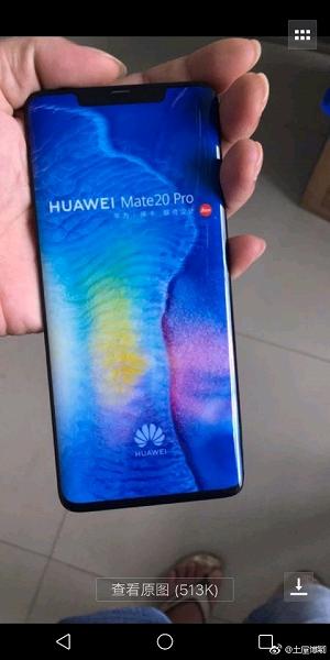 Фото Huawei Mate 20 Pro демонстрирует скругленные края и вырез дисплея