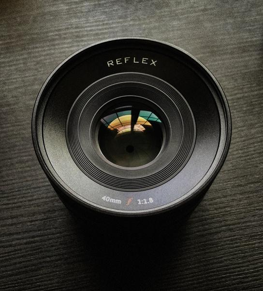 Полнокадровый объектив Reflex 40mm f/1.8 будет выпускаться в шести вариантах
