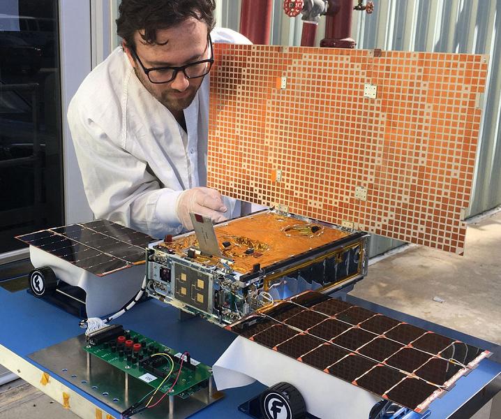 NASA прощается с аппаратами Eve и WALL-E, хотя шанс наладить связь ещё есть