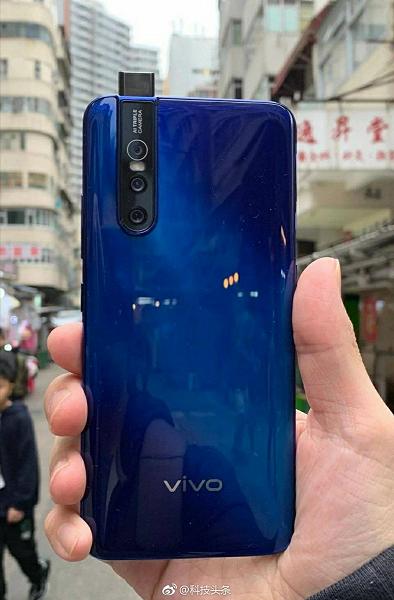 Смартфон Vivo V15 Pro с выдвижной камерой предстал на качеством живом фото и в рекламном ролике со звездой Болливуда