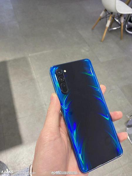 Самый тонкий смартфон эпохи 5G в руках пользователя