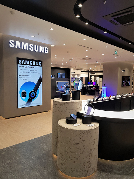 Samsung открыла самый большой флагманский магазин в Москве