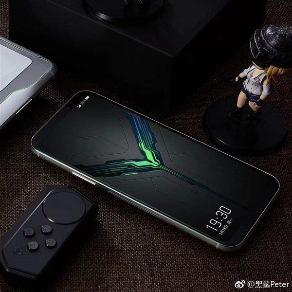 Игровой смартфон Black Shark 2 позирует на официальных рендерах. Модель не похожа на другие флагманы на SoC Snapdragon 855