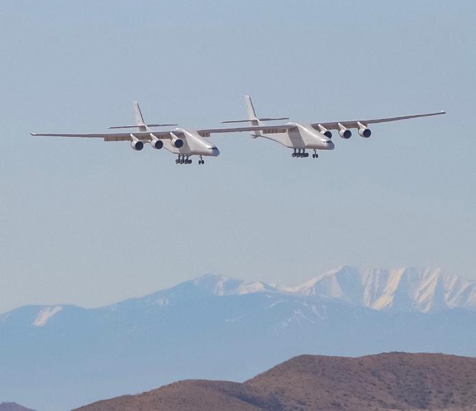 Гигантский двухфюзеляжный самолёт Stratolaunch совершил свой первый испытательный полёт