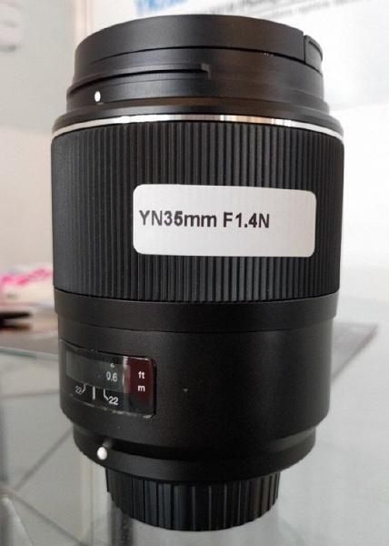 Автофокусный полнокадровый объектив Yongnuo YN 35mm f/1.4N оснащен креплением Nikon F