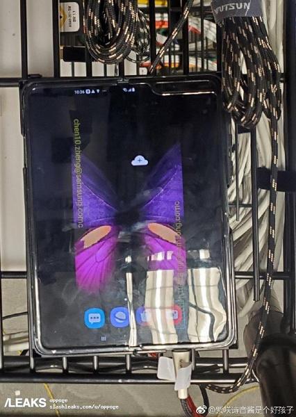 Samsung Galaxy Fold засветился на новых фото и в видеоролике