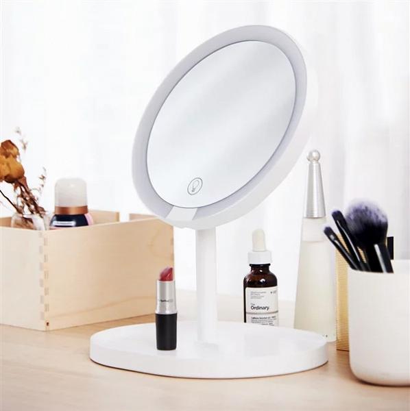 Xiaomi представила светодиодное зеркало для макияжа с сенсорным управлением за $20