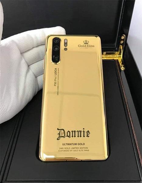 Донни Йен показал именной золотой Huawei P30 Pro