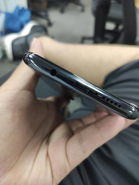 Redmi Note 8 Pro на живых фото в руках пользователя