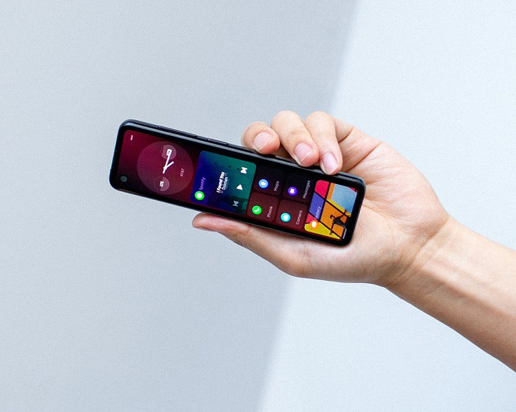 Странный смартфон-пульт от создателя Android получил экран 32:9