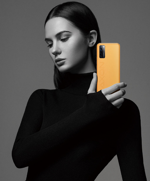 Представлена лучшая версия первого в мире смартфона с подэкранной камерой