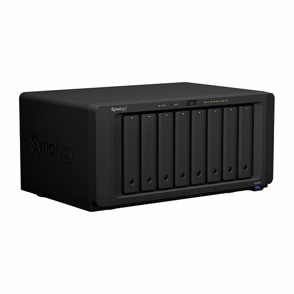 Сетевое хранилище Synology DiskStation DS1821+ имеет восемь отсеков для накопителей