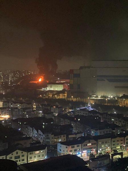 Ключевой завод Samsung охвачен огнем