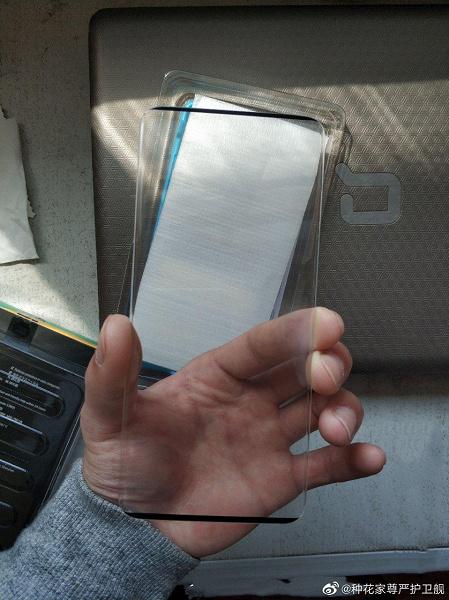 Живое фото подтверждает крошечные рамки Huawei P40 Pro