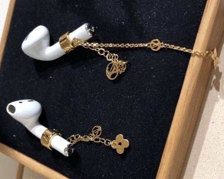 Золотые серьги Louis Vuitton для AirPods