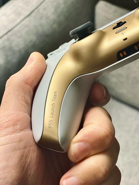 Уникальный бело-золотой DualSense, который вы никак не сможете купить