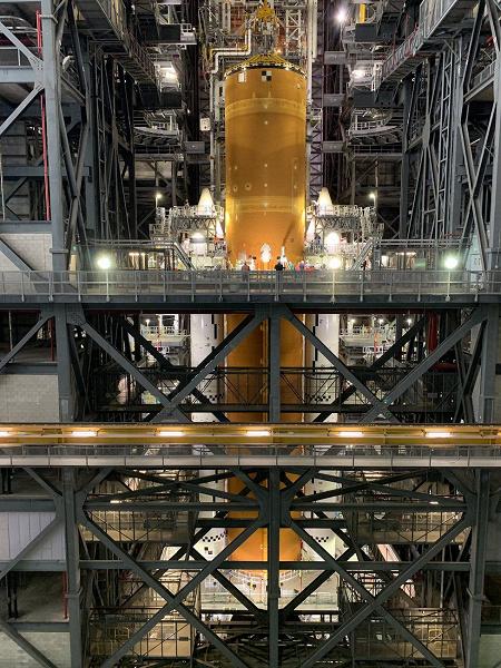 Фотогалерея дня: завершена сборка сверхтяжёлой ракеты NASA для отправки людей на Луну