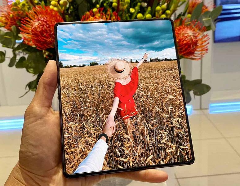 Первый смартфон с подэкранной камерой и поддержкой S Pen. Массовое производство комплектующих для Galaxy Z Fold3 уже началось