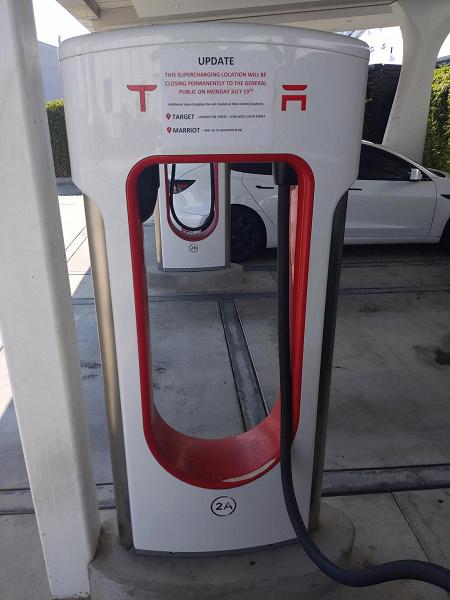 Закрыта первая зарядная станция Tesla Supercharger