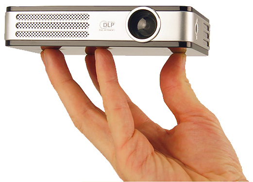 Портативные проекторы Vivitek серии Qumi как замена телевизору