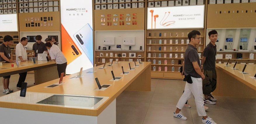 كيفية تداول الهواتف الذكية في شنغهاي. قم بزيارة المتجر الرئيسي لشركة Huawei 1