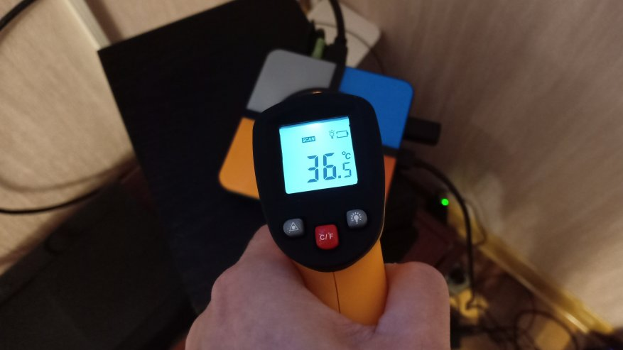 TomTop: R-TV Box S10 Plus — смарт-приставка с функцией беспроводной зарядки: обзор, разборка и тесты