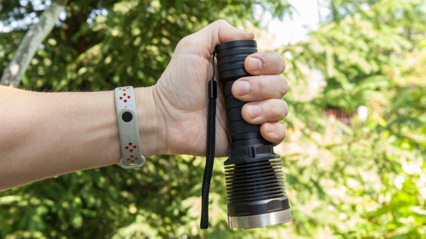 مصباح يدوي قوي بعيد المدى Nightwatch NI40 Stalker: SST40 LED وبطارية 26650 19