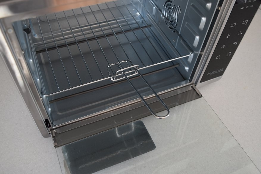 Магазины Украины и СНГ: Redmond SkyOven 5706S: умный духовой шкаф для квартиры и дачи