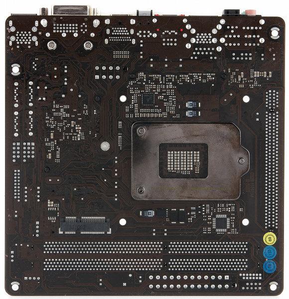 Внешний вид материнской платы ASRock Z77E-ITX