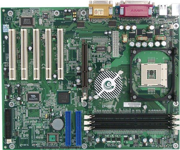 Разводка платы неудобна: разъемы IDE находятся позади, а аудиоразъемы - перед слотами PCI...
