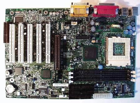 Разъемы материнской платы Intel D815EEA.