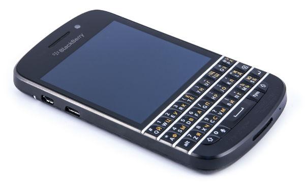 Передняя сторона смартфона BlackBerry Q10